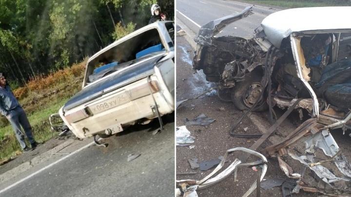 Пьяный водитель ВАЗа вытолкнул на встречке фуру в кювет