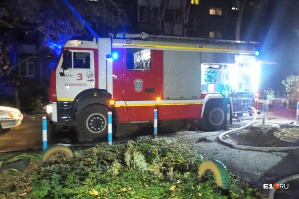 На место ЧП выезжали три бригады скорой и три экипажа пожарных