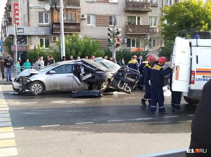 Виновник ДТП на Малышева-Московской в СИЗО, но нет уверенности, что дело расследуют объективно