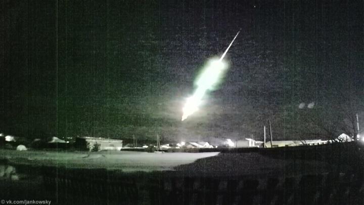 Ученые ищут обломки метеора, полет которого в небе над Тюменью попал на видео