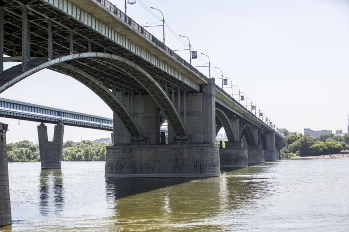 Тело заметили недалеко от Октябрьского моста