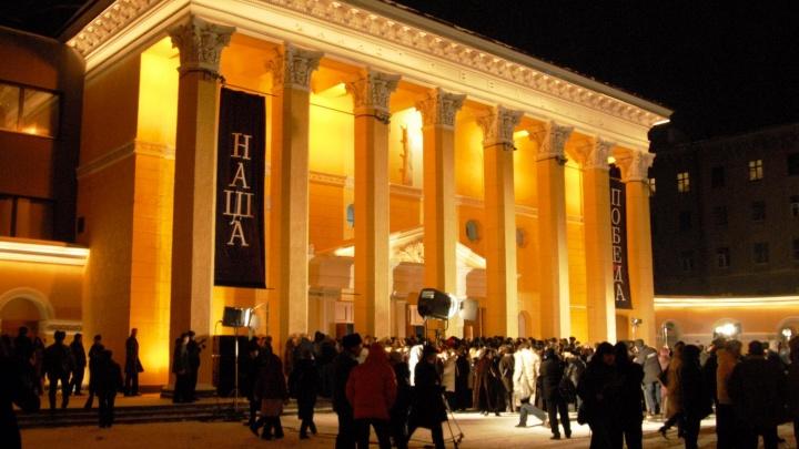 Михалков и колонны в простынях: НГС публикует редкие снимки с открытия «Победы» в 2006 году
