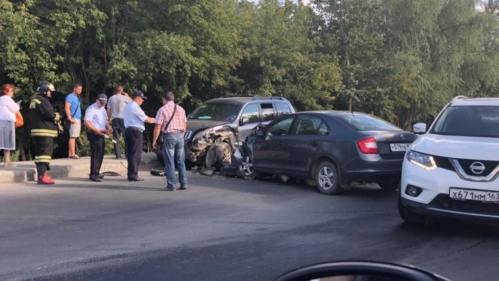Искореженный капот: на улице Народной лоб в лоб столкнулись Skoda и внедорожник Toyota