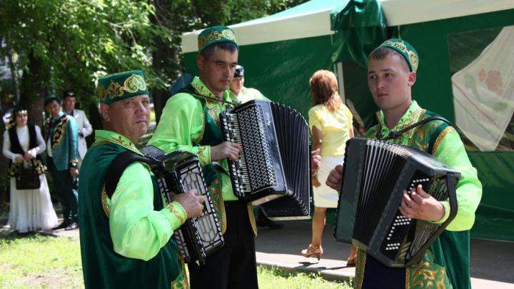 Бег в мешках и чак-чак: самарские татары отпразднуют Сабантуй в парке Гагарина