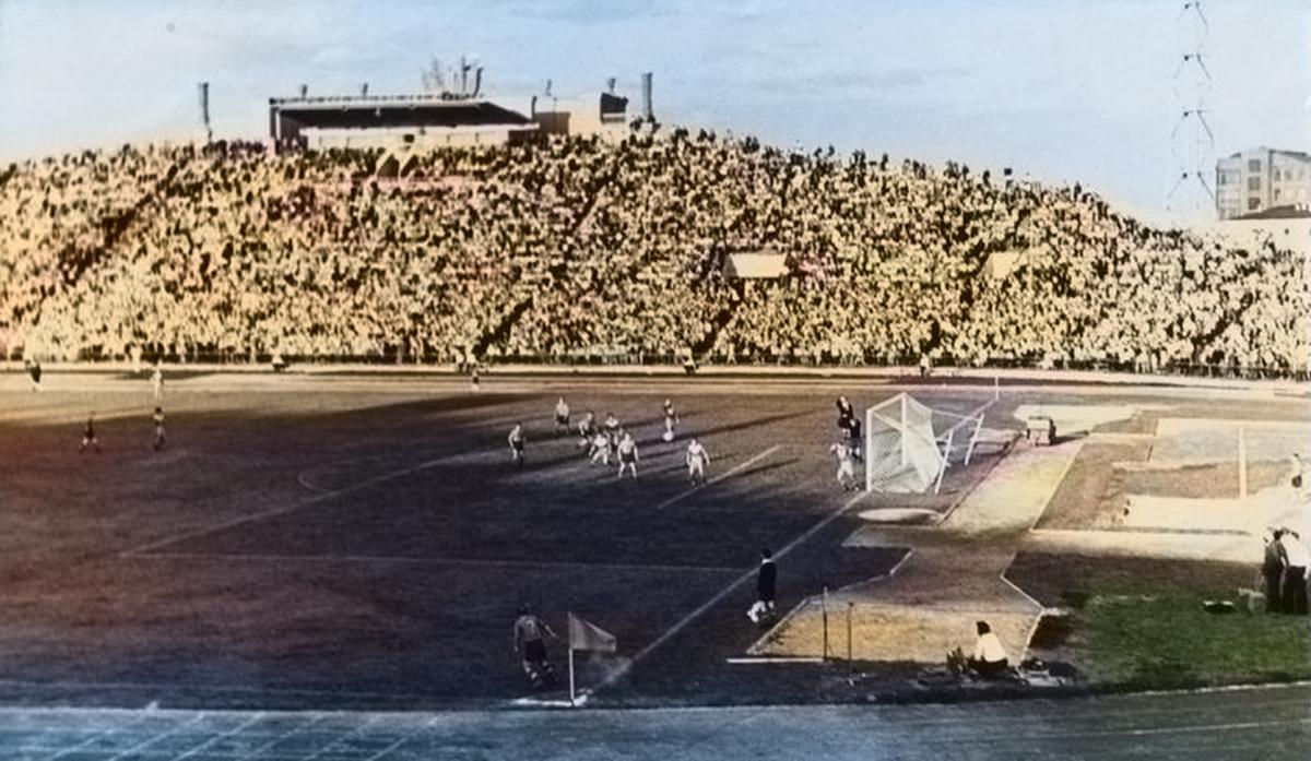 Футбольный матч в 50-х годах