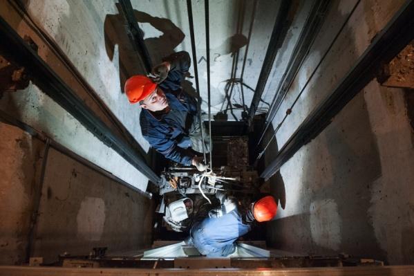 Спустя несколько часов пострадавшего извлекли из кабины лифтеры