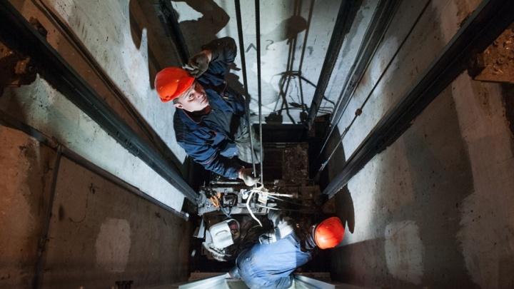 В Башкирии мужчина семь часов просидел в сломанном лифте, взывая о помощи