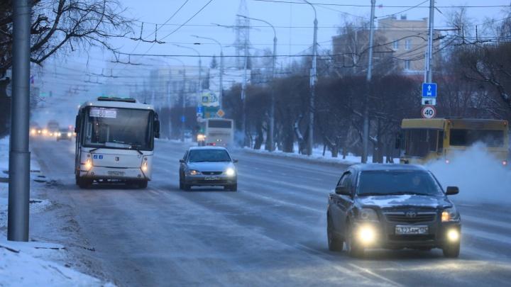 Противогололёдный реагент на дорогах Красноярска во время сильных морозов оказался опасен