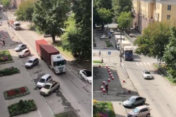 Жители посчитали, что за час днём по улице Народной проезжает около 20–30 грузовиков и фур, а ночью по 10–15