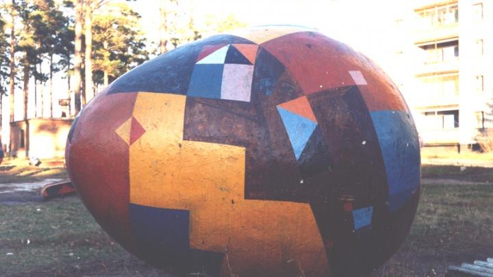Новосибирцы ищут двор, в котором спрячут яйцо архитектора Арбатского