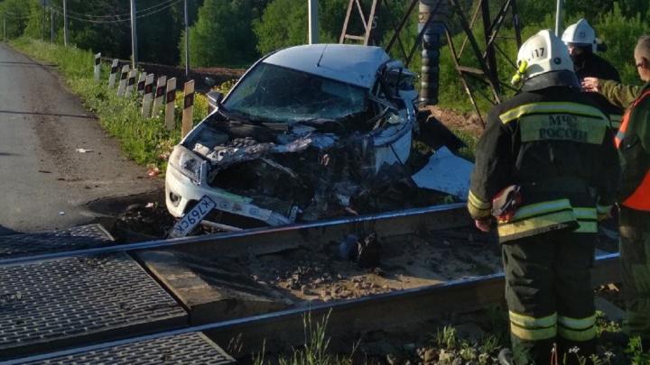 В Прикамье машина врезалась в грузовой поезд: водитель с места ДТП скрылся