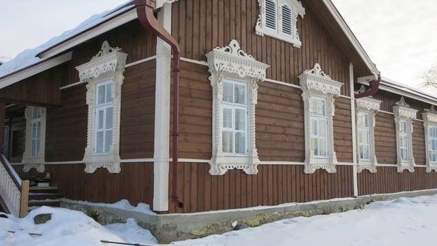 Фото: старейшему зданию Новосибирска сделали новый фасад