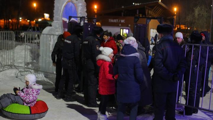 На елке Татышева воры вскрыли машину пары и вытащили новогоднюю премию в 30 тысяч