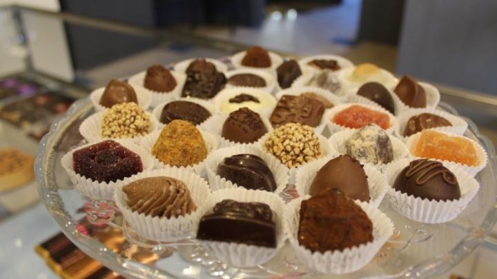 Сладкая гадость: Роспотребнадзор изъял 8 килограммов конфет из новосибирских новогодних наборов