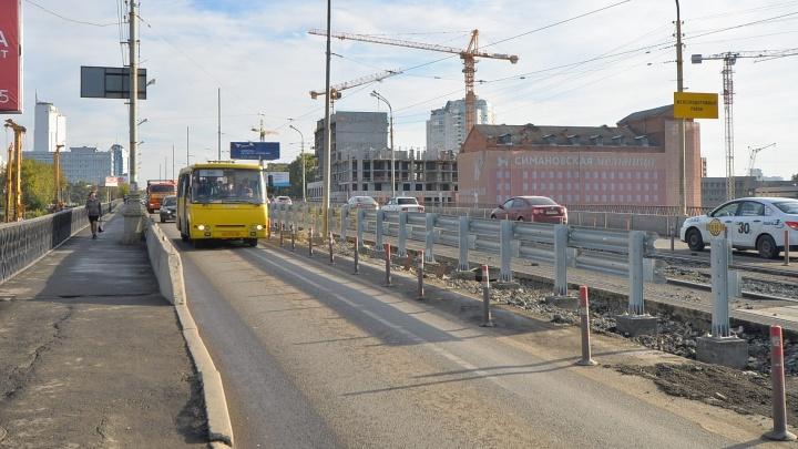 Вместо трамваев, которые перестали ездить по Макаровскому мосту, пустят временный автобус