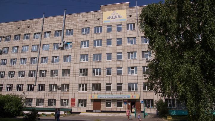Минздрав Прикамья и полиция проверяют больницу, из окна которой выпала семилетняя девочка