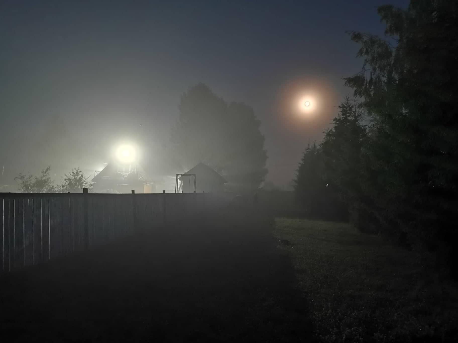 Дмитрий Соколов убеждён, что лампочки исправны. Света нет, потому что нет договора с электросетевой компанией МРСК Центра