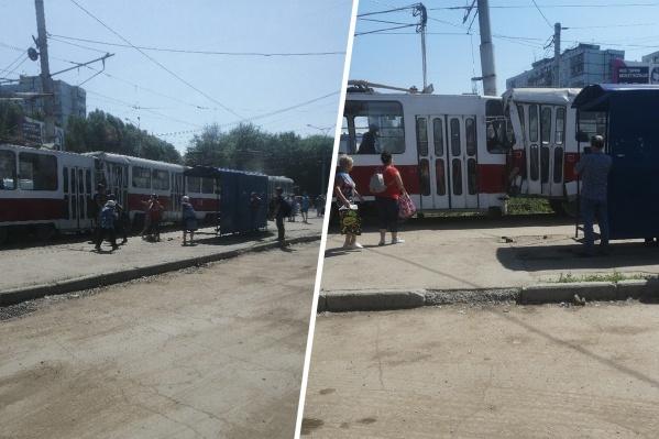 Водитель одного из трамваев не рассчитал скорость