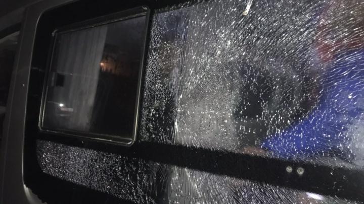 В Сибае из травмата расстреляли автобус с хоккеистами