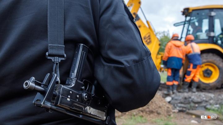Грязные войны: почему сотрудники Водоканала ездят с вооруженной охраной и зарывают собственные люки