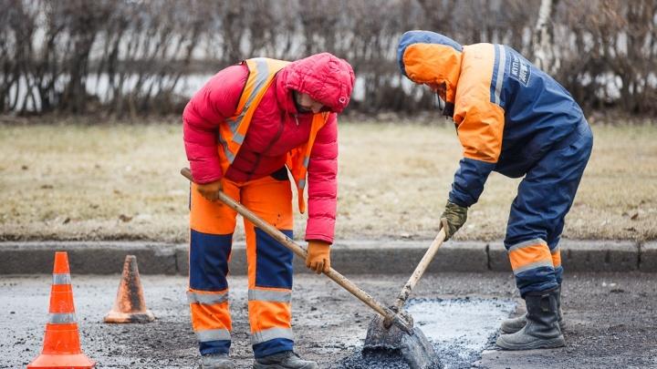 В Волгограде частично залатают дорожные ямы на проспекте Университетском за 49 миллионов рублей
