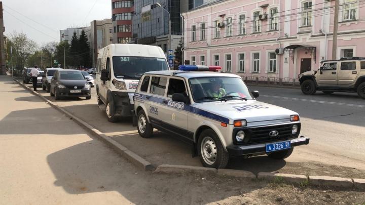 В ДТП с маршруткой в центре Омска пострадала пятилетняя девочка