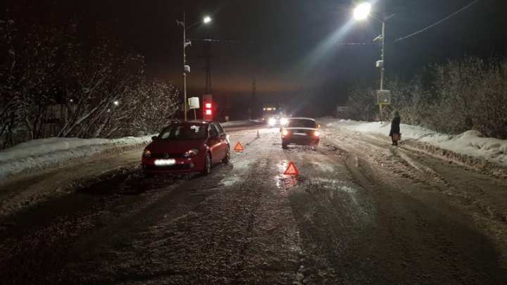 «Её отбросило на другой автомобиль»: в Архангельске иномарка сбила женщину