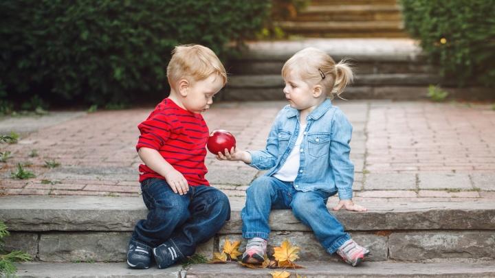 Делим на всех: вспоминаем, чем мы делились в детстве