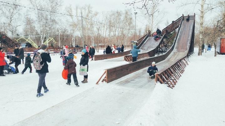 Ледяное царство: подборка больших горок и снежных городков Омска