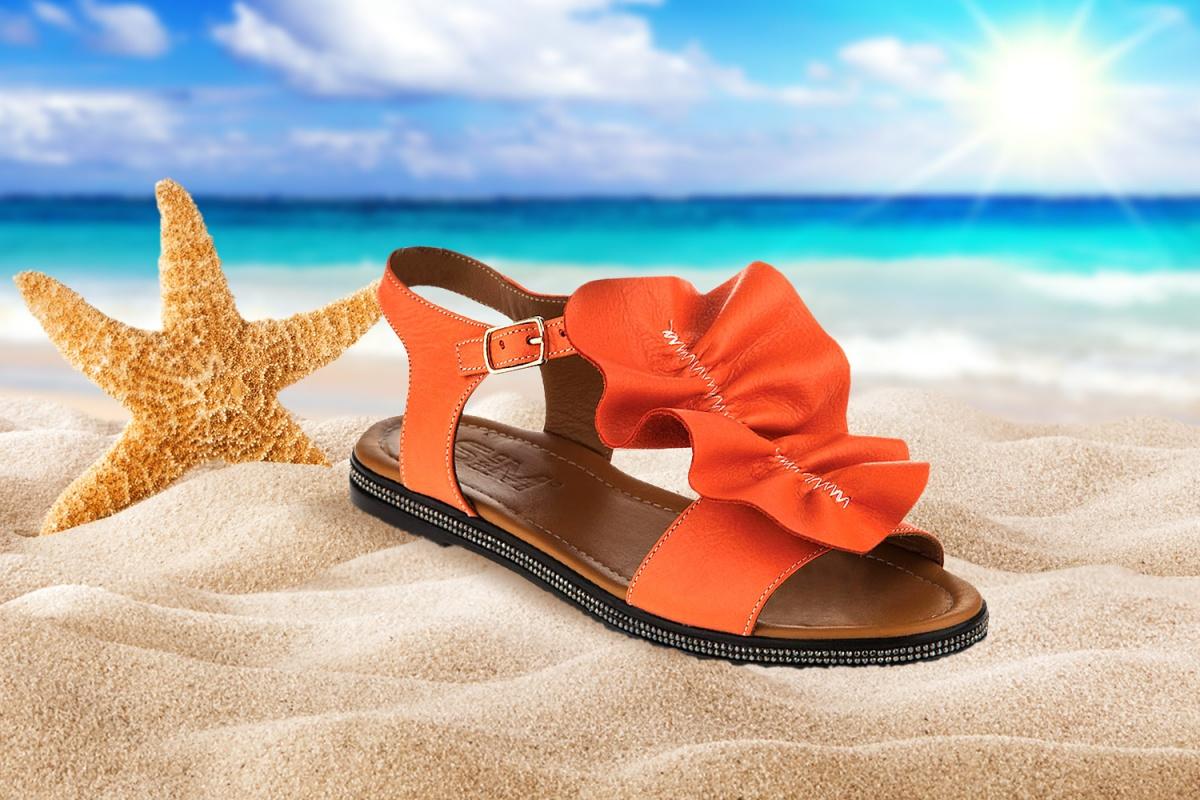 Есть шанс купить выгодно: магазины устроили распродажу летней обуви со скидками от  50 %