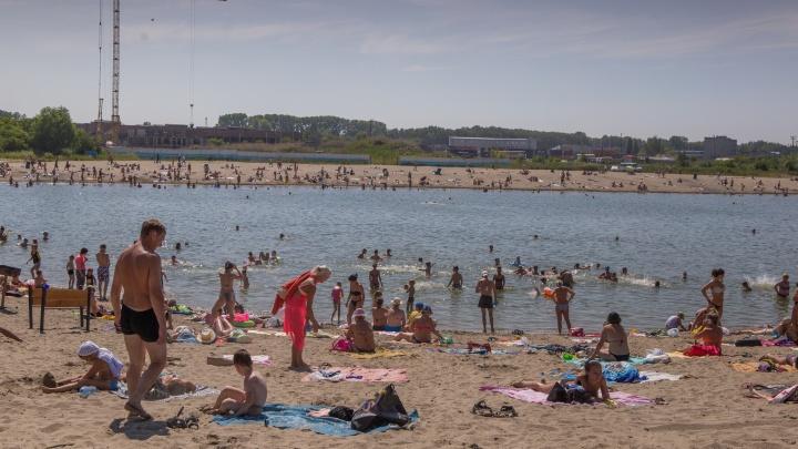 Водолазы ищут двух человек, пропавших на пляже у котлована на Юго-Западном