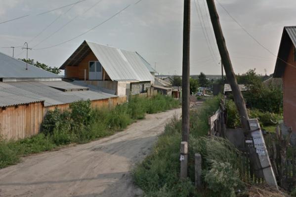 Рабочие погибли в глубокой траншее на углу Энгельса и 1-го переулка Молодости в Советском районе