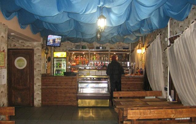 «Бросались с ножами на всех без разбора»: в Ярославской области в кафе устроили резню из-за девушки