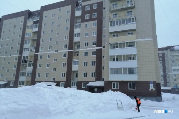 Женщина выпала 16 января из окна восьмого этажа