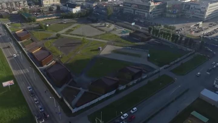 Открытие сквера с торговой галереей напротив «Мегаполиса» снова отложили