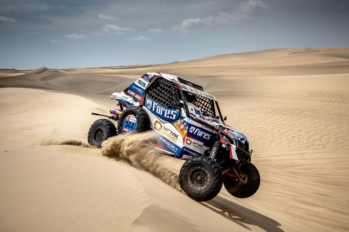 Уральский гонщик Сергей Карякин дебютировал на «Дакаре» и проехал 84 километра по пескам