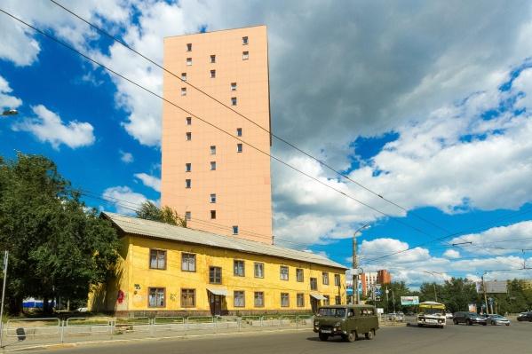 На месте снесённого жёлтого барака в центре Челябинска не вырастет новая многоэтажка, а появится сквер. Это позволит увеличить стоимость квартир в соседних домах