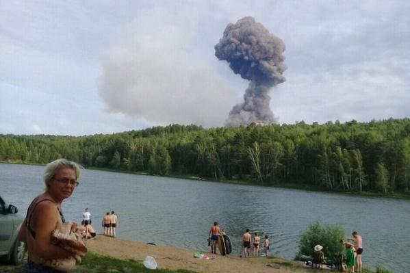 Очевидцы рассказывали, что во время взрывов тряслась земля