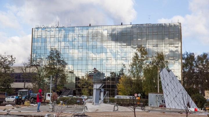 Памятник 100-летию ВЛКСМ в Ярославле не успевают построить в срок. Когда открытие