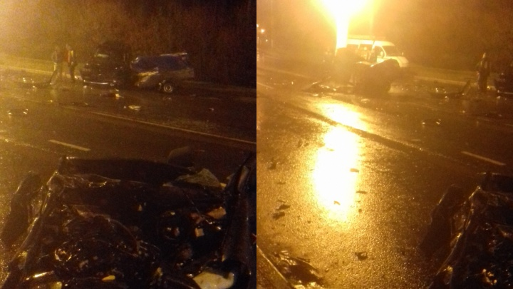 В Сызрани после столкновения с «Крузаком» вазовскую легковушку разорвало надвое