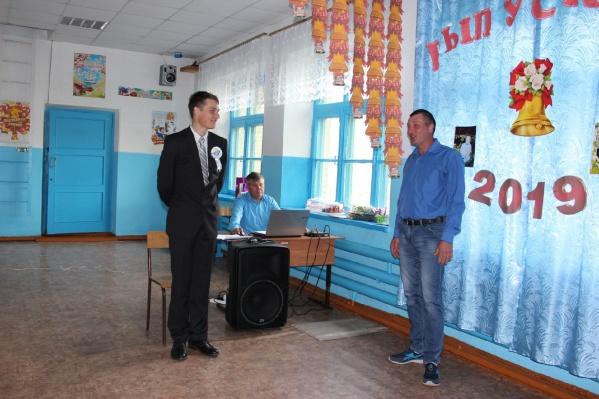 Альберт Суворов— единственный выпускник из 11-го класса в школе Новоярково Барабинского района