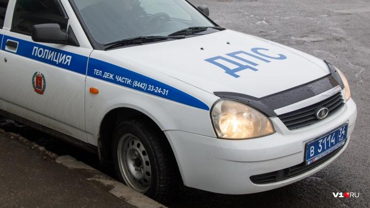 Под Волгоградом пьяный посетитель угнал «Оку» владельца кафе и врезался в забор