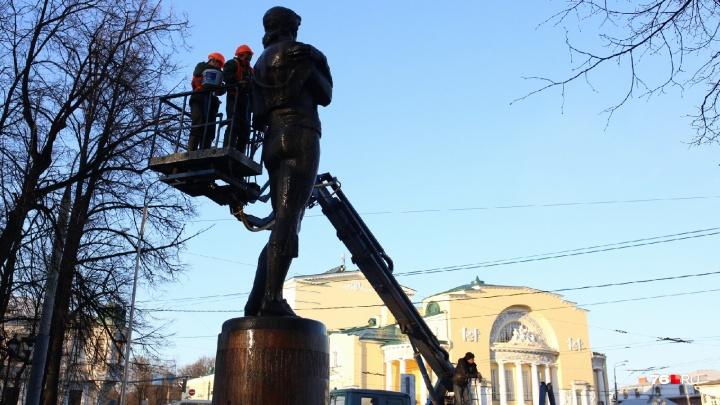 Дмитрий Медведев отверг идею объединения Волковского театра и Александринки