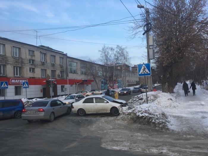Столкновение случилосьна перекрёстке Комбинатской и Гоголя