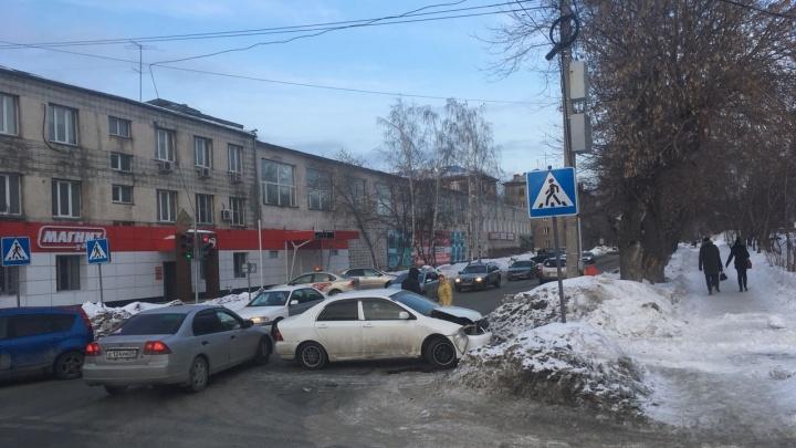 Две иномарки устроили ДТП на Гоголя из-за погасшего светофора