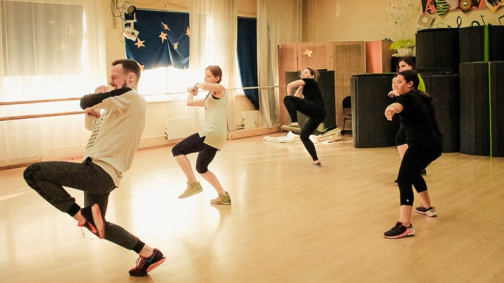 Хореограф из Питера приехал учить сибиряков танцам топ-моделей
