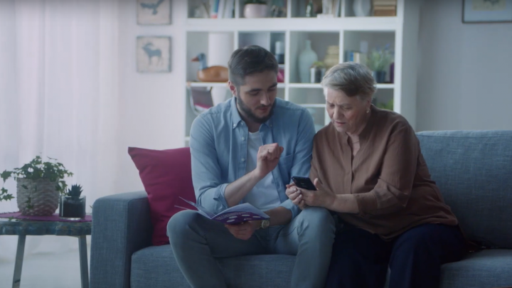 Tele2 предложил перевести бабушку в интернет