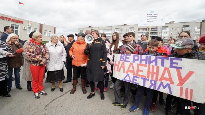 Сотни жителей поселков под Пермью вышли на митинг в защиту местного ДК. Что же произошло в Песьянке?