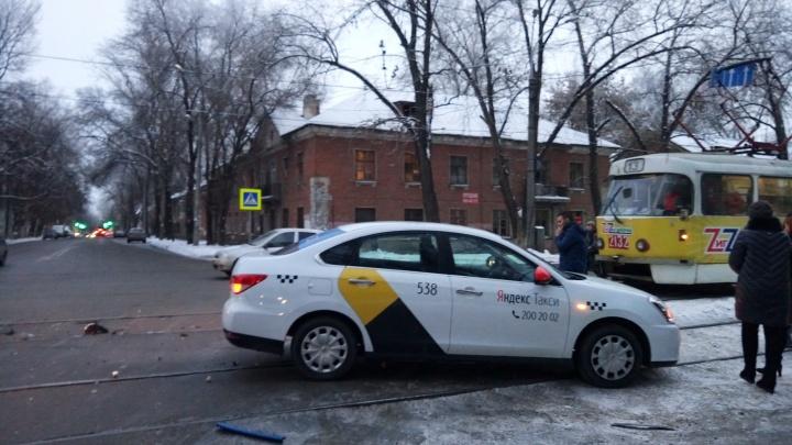 Из-за ДТП на пересечении проспекта Кирова и Ставропольской встали трамваи