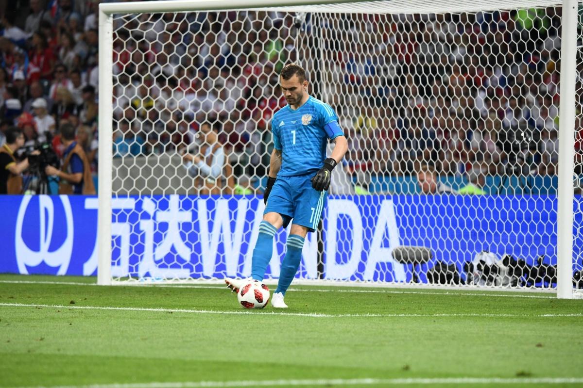 Вратарь сборной России по футболу Игорь Акинфеев обогнал по популярности Владимира Путина